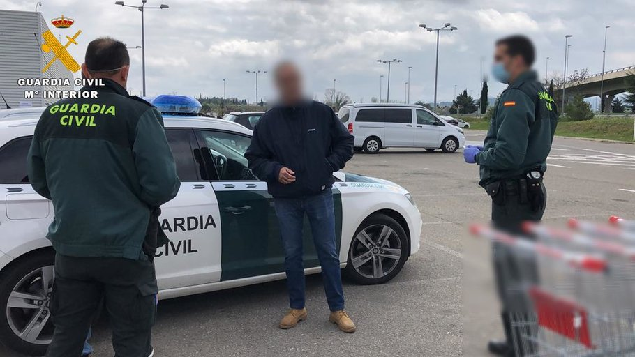 La Guardia Civil denuncia a un matrimonio que se encontraba comprando, estando infectado uno de ellos