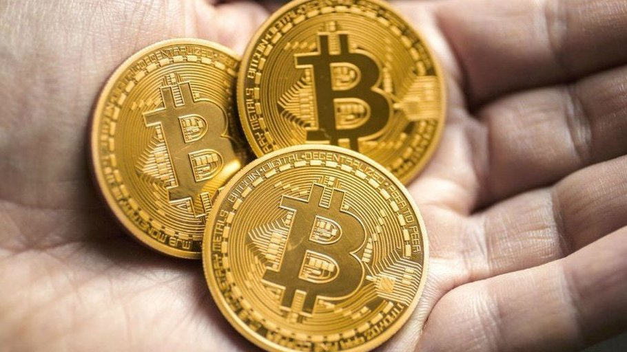 Intervenidos 250.000 euros en bitcoins a un grupo especializado en estafas a través de Internet